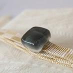 正絹 市松の三分紐ガラスの帯留めつき 薄墨