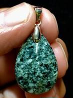 3) 「遠野の石」ペンダント