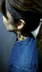 顔イヤリング&ピアス/ Odd earring, studs 'Poker Face'