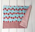 ランチョンマット(園サイズ) 水色いちご柄×赤ギンガムチェック 26×36
