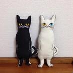 シッポのあるネコ ヌイグルミ 白猫or黒猫