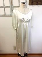 上品サテン素材パフスリーブ袖ブローチリボン付きドレス (サイズフリーM〜L)11〜13号