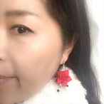 【Chiezo】 つまみ細工の赤いブーケノンホールピアス(樹脂)