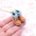 小さな革ブーツのネックレス|マロン裏地付