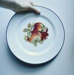 dinner plate 皿  fruit autumn 林檎