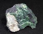 自主採掘!ウバロバイト 灰クロム柘榴石 グリーンガーネット カリフォルニア産 59,4g UV004