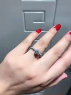 モアサナイト ダイヤモンド 0.8カラット プラチナ 婚約指輪