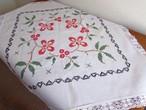 【フォークロアな赤と黒】赤いお花のボタニカル手刺繍 テーブルクロス /ヴィンテージ・ドイツ