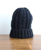 手編み機で編んだ  メリノウール・ケーブル編みニット帽 (WOA-008)