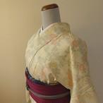 正絹紬 淡いクリーム色に花の織り柄 単衣の着物