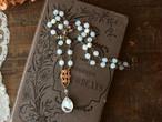 ヴィンテージ・ギブレ・グラスストーン & 美しい真鍮フィリグリー 乳白色のアンティークスタイル・ネックレス