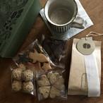 お菓子とマグカップ+コーヒー豆のセット