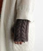 手編み機で編んだ  メリノウール・ケーブル編みアームウォーマー WOA-008