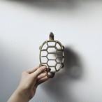 【花留め】亀甲型 波模様 剣山花器 花台 華道具 アンティーク