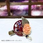 桃花と紫蝶のコサージュピン レッド系