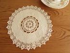 【手編みのぷっくりお花】手編みレースと手刺繍が素敵な円形ドイリー/ヴィンテージ・ドイツ