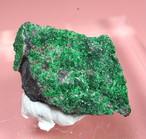 ロシア産 ウバロバイト  灰クロム柘榴石 2,2g UV015 鉱物 原石 天然石