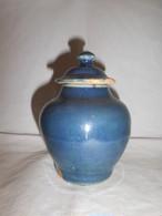 伊万里瑠璃小壺 Imari small box porcelain
