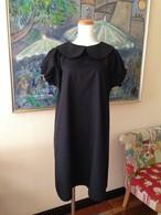 短すぎないミニ丈の上品&シンプルなAライン丸襟リトルブラックドレス 。一点もの。万能