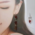 24:紅白の天然石のピアス