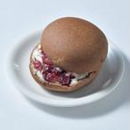 低糖質クランベリークリームチーズ3パック☆参考糖質量8.2g☆ダイエットや血糖値が気になる方の糖質制限をサポート! ☆低糖質なココア生地に赤い果実が可愛いらしいパン RFシリーズ
