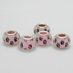 【アクセサリーパーツ・5個】肉球柄アクリルヨーロッパビーズ(薄ピンクに黒肉球)