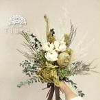 【オーダーメイド】ドライフラワー&プリザーブド クラッチブーケ 花束のように束ねたウェディングブーケ&ブートニアのセット