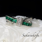 【人気デザイン】 D067B Cross Ribbon Emerald Ring