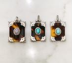 四角いべっ甲にシルバーとオーバルのオパール(大)、小さな真珠のペンダント