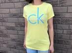 【レディース】Calvin Klein Jeans CKロゴTシャツ (yellow × skyblue)