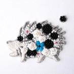 手刺繍シール ししゅール 「花まとうハリネズミ BK」 刺繍 ステッカー スマホ