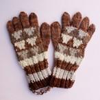 草木染め 手編みの手袋 編み込み③