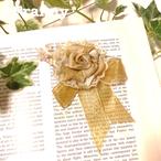 小さなバラのコサージュ(パール飾り付き)