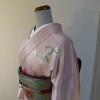 正絹綸子 薄桜色の綸子の付け下げ 紋入り 袷の着物