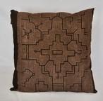 クッション45x45cm-37両面 紫系 刺繍 草木染め アマゾン・シピボ族の泥染め