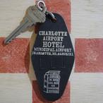 アメリカ CHARLOTTE AIRPORT HOTEL[シャーロット エアポート ホテル]シャーロット市営空港 ヴィンテージ ルームキーホルダー(黒色)