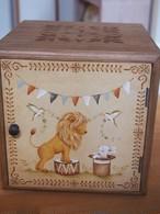 サーカスのボックス ライオン