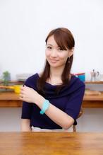 """触感時計""""タックタッチ"""" 腕時計型 振動の数で時刻がわかる ハテルマ・マリンブルー(沖縄、日本最南端の島 波照間島のニシ浜の海の色)"""
