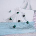 小さなグリーンのティアドロップビーズ(4コ)