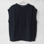 AURALEE FRENCH MERINO ARAN KNIT VEST BLACK