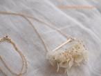 14kgfスレンダープレートと白い花のロングネックレス