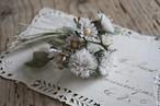 白いアザミの布花ブローチ