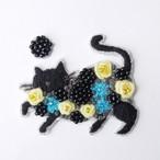 手刺繍シール ししゅール「花まとうネコ BK」 刺繍ステッカー スマホ 花刺繍 猫刺繍 ワッペン