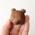 木彫りの熊のブローチ/ブラウン