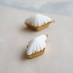 ヴィンテージ 真っ白なひし形のカボションチャーム(1コ)