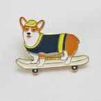 【Daily badge】ウェルシュコーギーピンバッジ(Play corgi)スケボー【ブローチ 犬グッズ corgi】