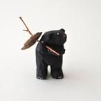 小さな鮭背負い熊 / C