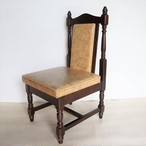 黄色いシートの椅子