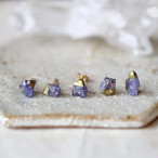 原石タンザナイトの金継ぎプチピアス(1個/片方)