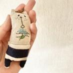 muuちゃんのストラップ 青い花束刺繍